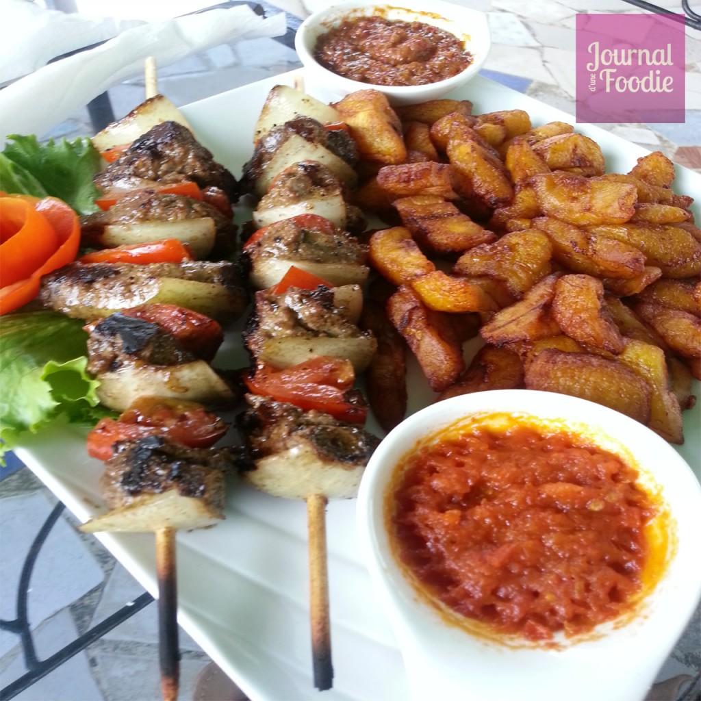 Plat Alloco brochettes filet de boeuf Beverly Hills Abidjan Journal d'une Foodie